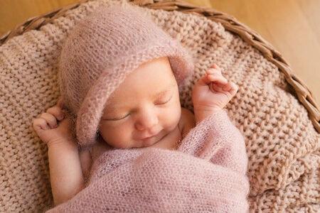 7 dolog, amit NE vigyél ajándékba unoka születésére - újszülött