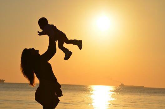 Anya gyerek naplemente