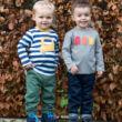 Bőrbarát gyerek póló kisautós Modellfotó 2
