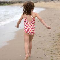 Aranyos kislány fürdőruha epermintával