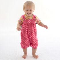 Cuki kislány napozó pöttyökkel