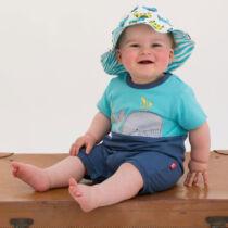 Édes kis bálnás kisfiú napozó
