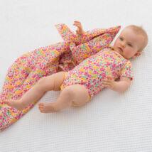 Édes kis virágmintás baba body