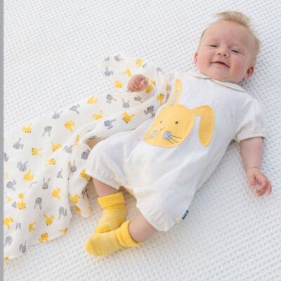 NaturAnyu Babaruha-Gyerekruha Biopamut baba napozó aranyos nyuszival